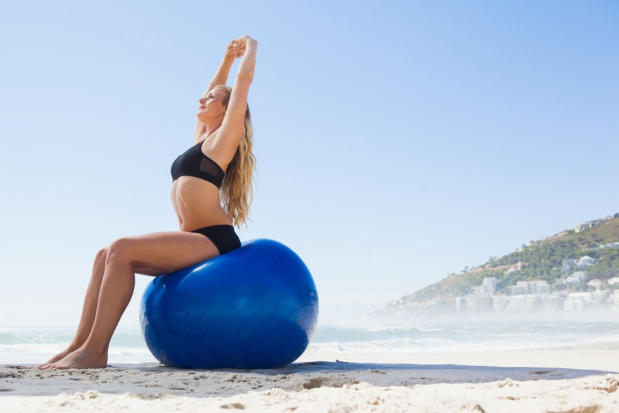 Pilates femmes avec un ballon